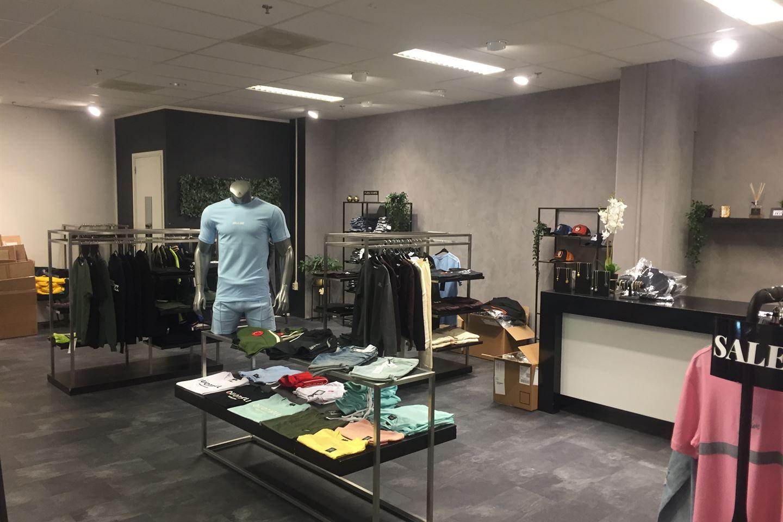 Bekijk foto 3 van Winkelcentrum 17 D