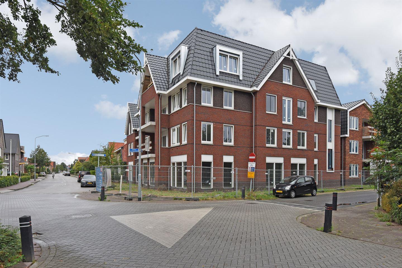 Bekijk foto 2 van Dokter Holtropstraat 74