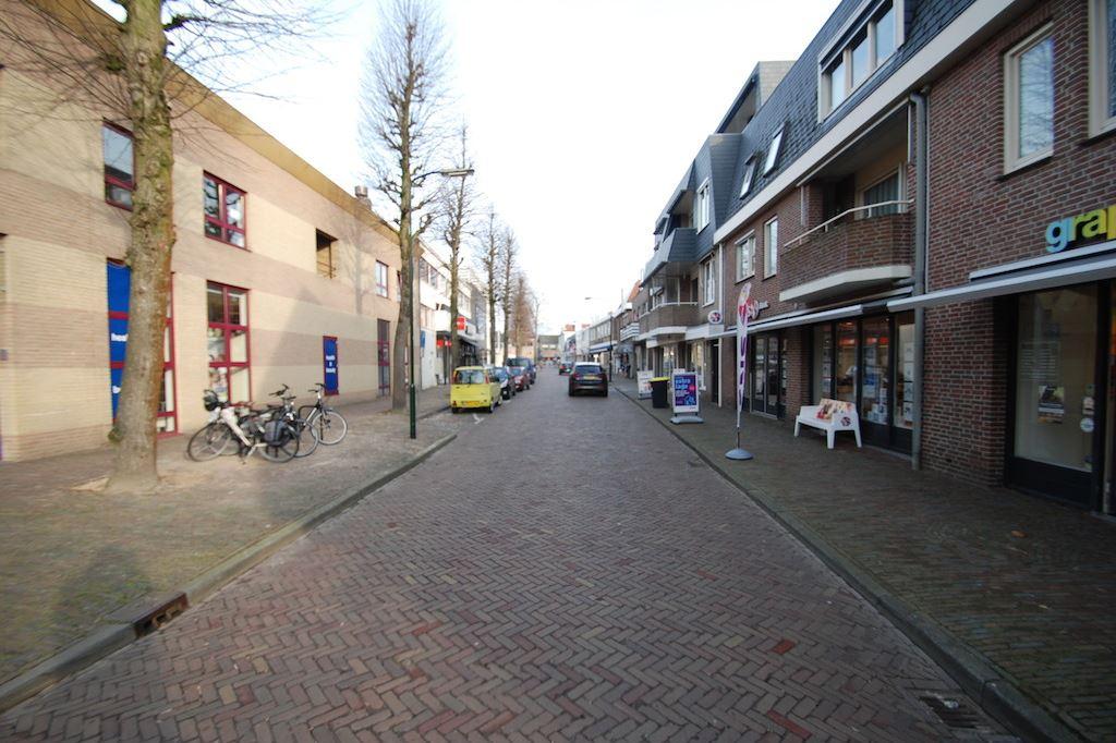 Bekijk foto 4 van Burg. Verwielstraat 21