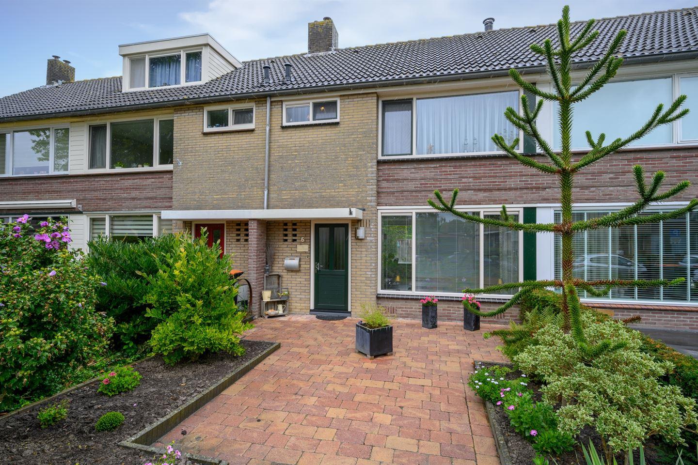 Bekijk foto 1 van Hertog Albrechtstraat 6