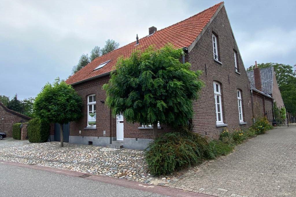 View photo 2 of Holstraat 44
