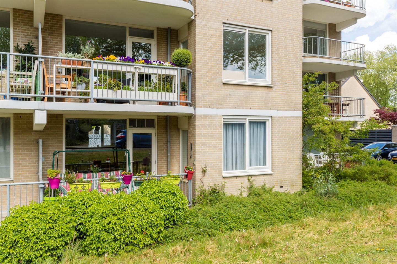 Bekijk foto 1 van Giessenplein 2