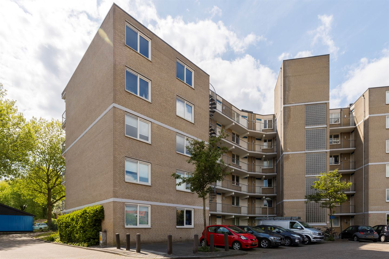 Bekijk foto 2 van Giessenplein 2