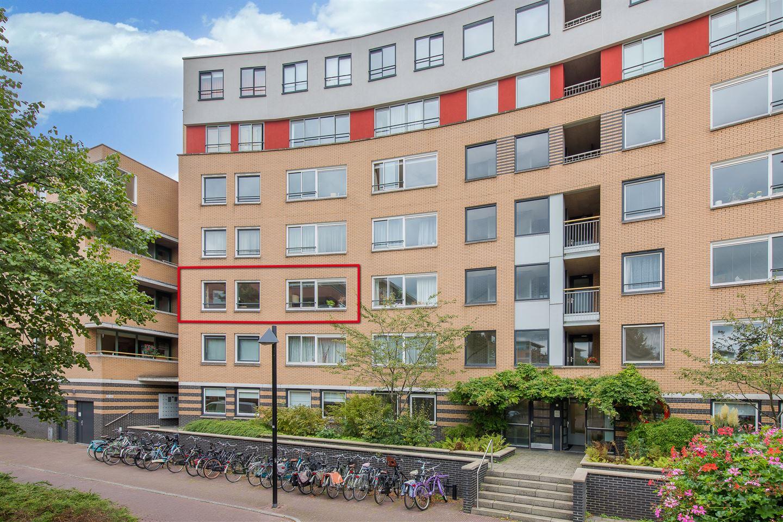 Bekijk foto 1 van Henriëtte Roland Holststraat 44