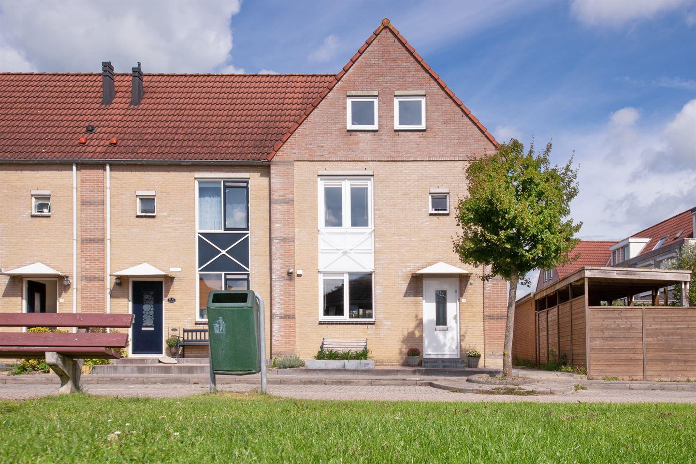 Bekijk foto 1 van Miep Giesstraat 19
