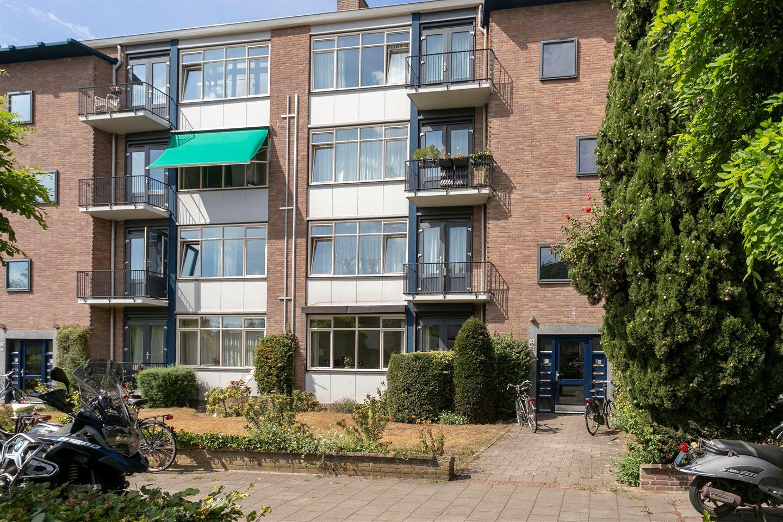 View photo 1 of Molukkenstraat 82