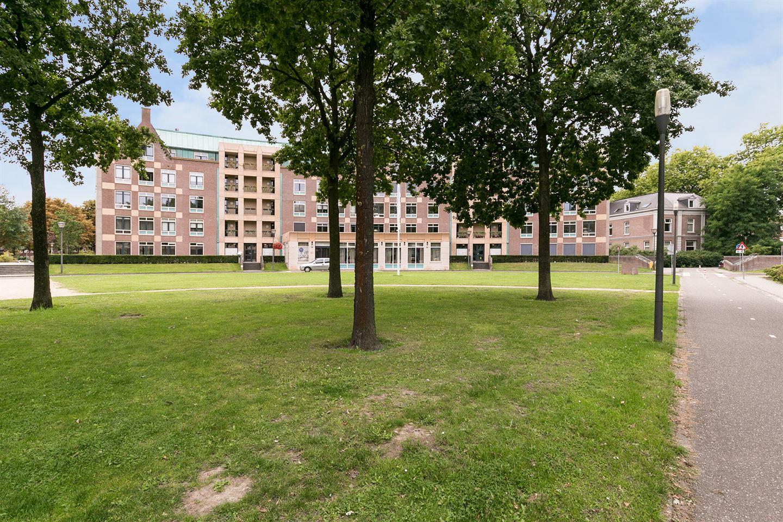 Bekijk foto 2 van Frans Joseph van Thielpark 17