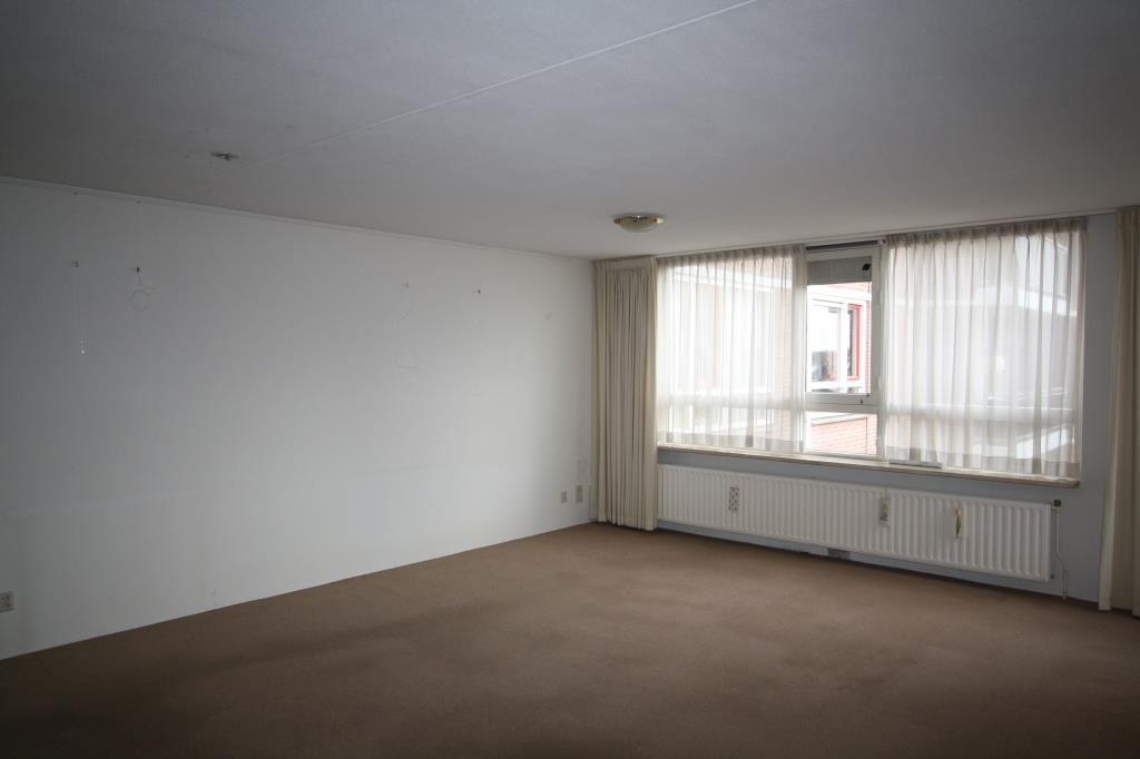 View photo 4 of Waterlooplein 410