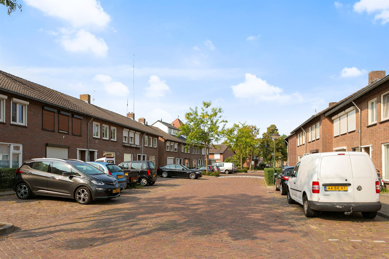 Bekijk foto 3 van van Gennipstraat 17