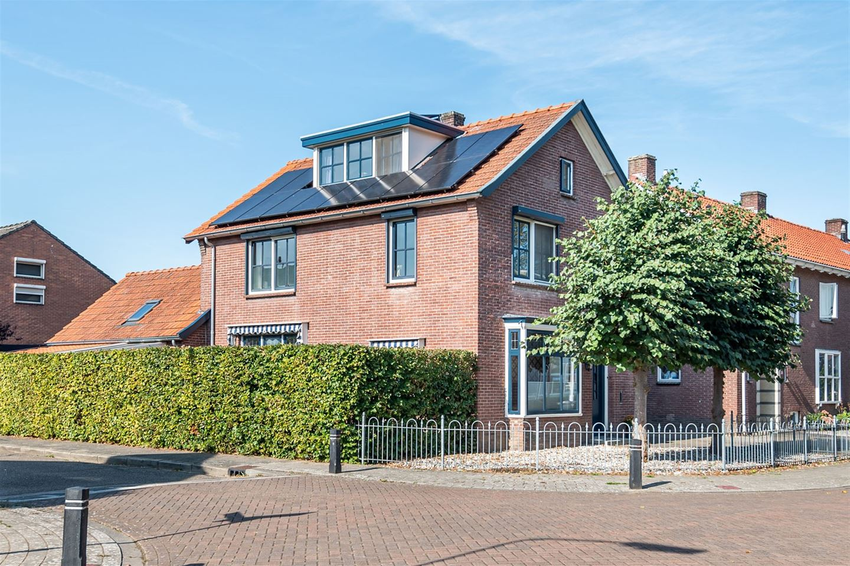 Bekijk foto 1 van Dr Schaepmanstraat 32