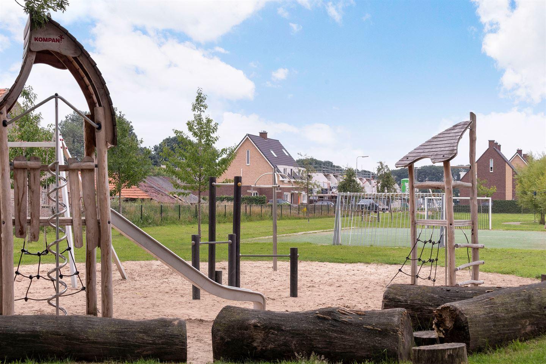 Bekijk foto 2 van Pastoor Roesweg 27