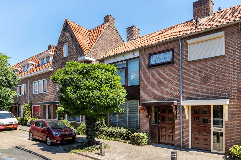 Bekijk foto 1 van Chrysantenstraat 19