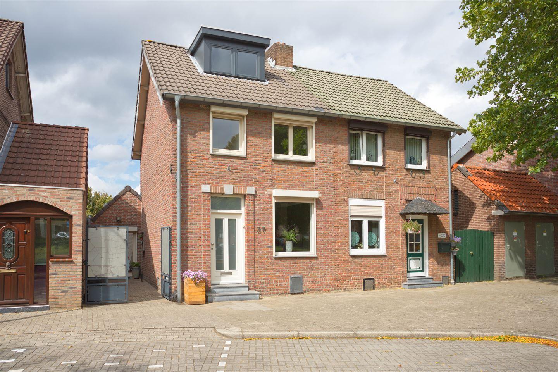 View photo 1 of Platanenstraat 37