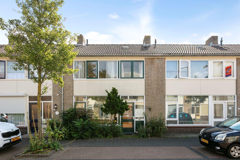 Bekijk foto 1 van Pastoor Kuijpersstraat 18