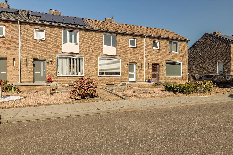 Bekijk foto 3 van Doctor Poelsstraat 21