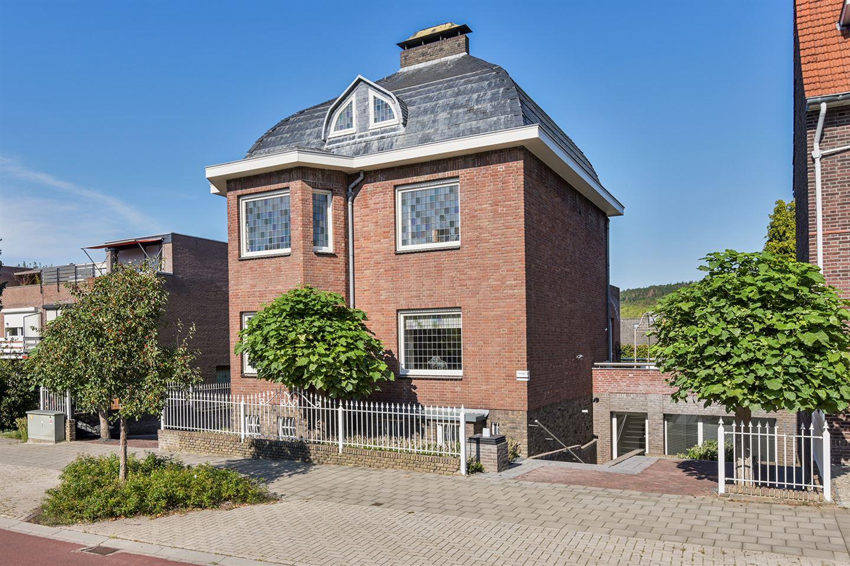 Bekijk foto 2 van Maastrichterlaan 207