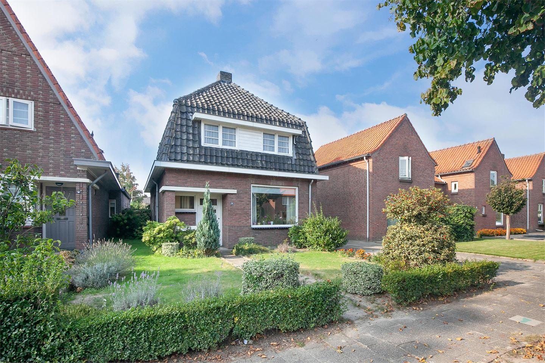 View photo 2 of Van Heeswijkstraat 78