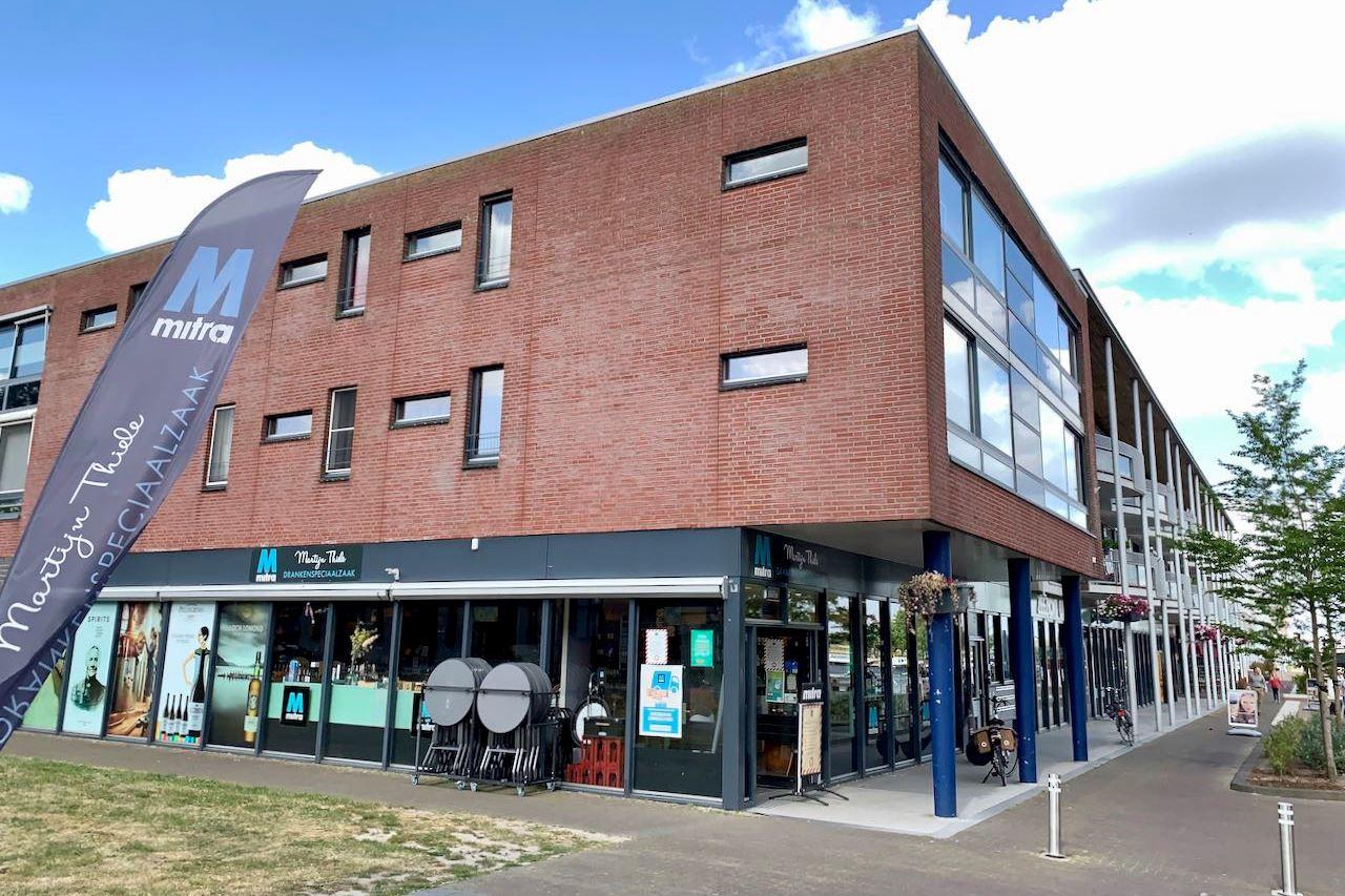 Bekijk foto 1 van Raadhuisplein 2