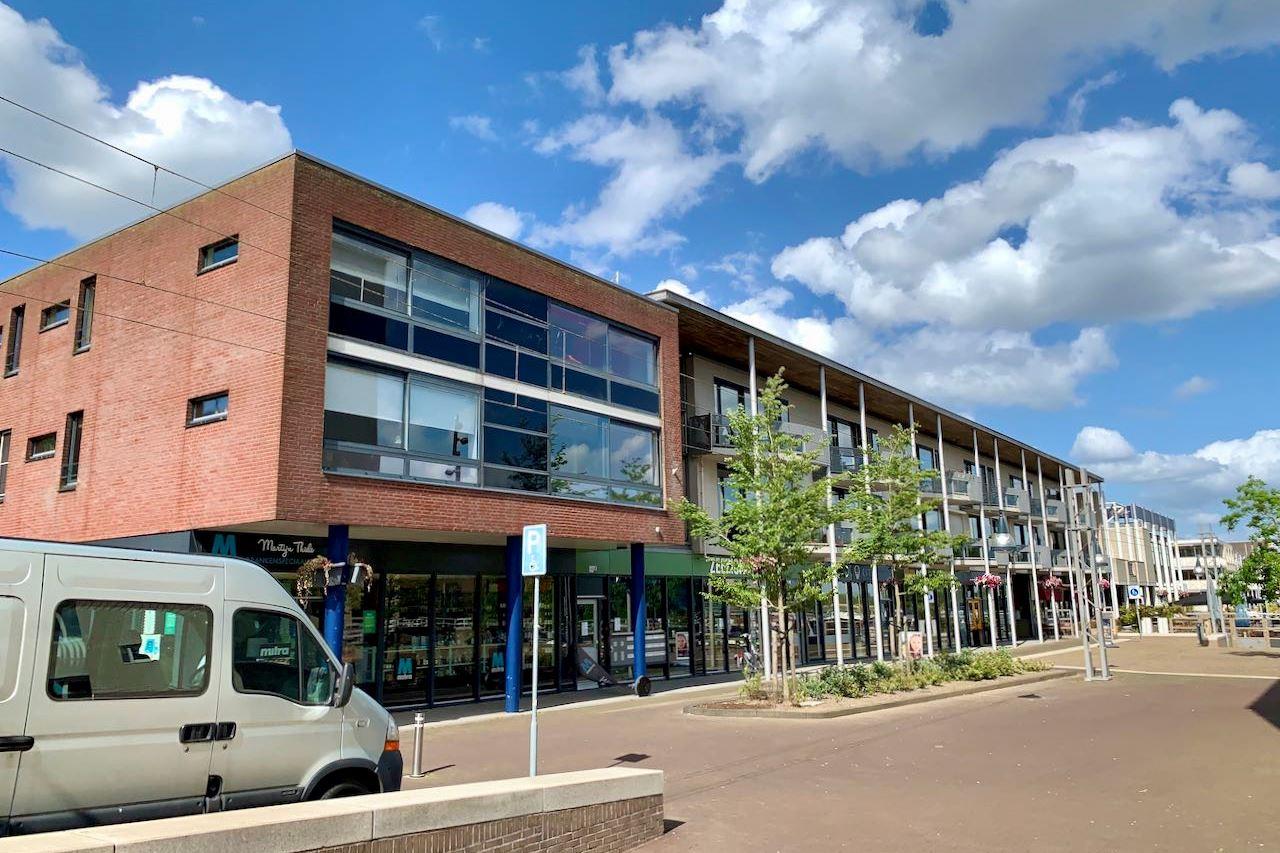 Bekijk foto 2 van Raadhuisplein 2