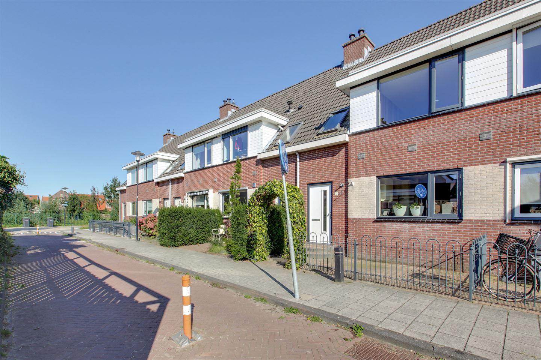 Bekijk foto 2 van De Ruyterstraat 12