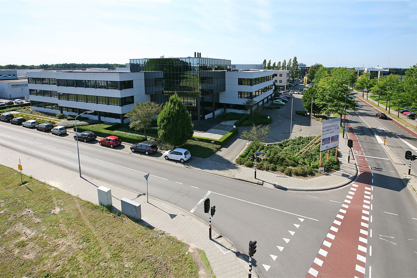 View photo 2 of Luchthavenweg 54