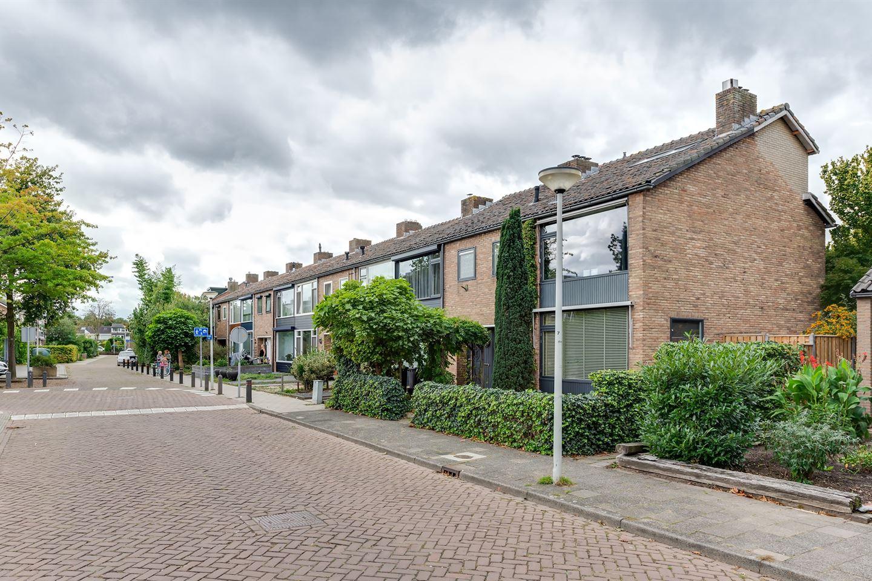 Bekijk foto 2 van Pieter Langendijkstraat 10