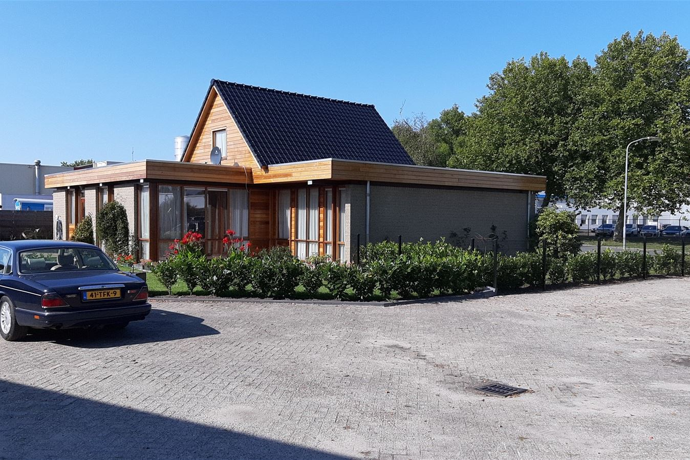 View photo 2 of Nijverheidsweg 14 -14a