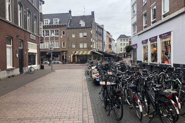 Bekijk foto 2 van Kruisherenstraat 1