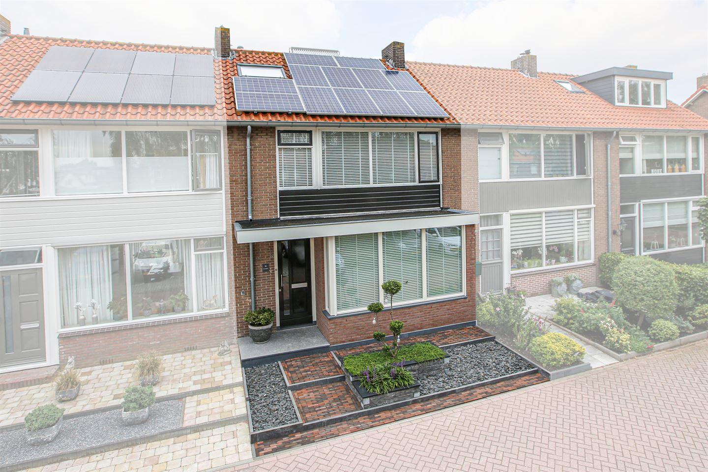 Bekijk foto 1 van Wethouder Van den Bergplein 14