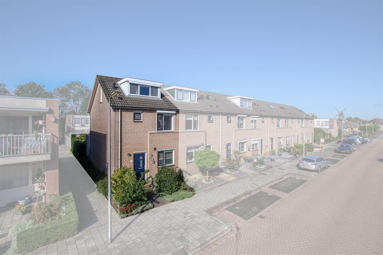 Bekijk foto 1 van Burgemeester Huijbrechtstraat 144