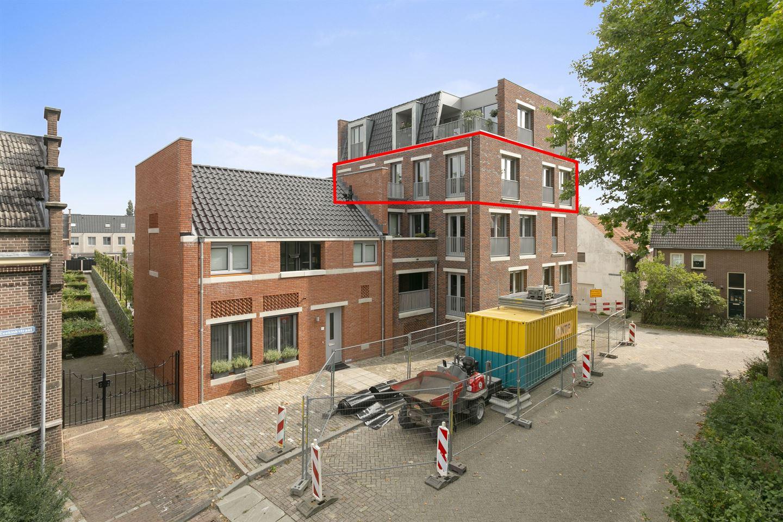 View photo 2 of Halvemaanstraat 29