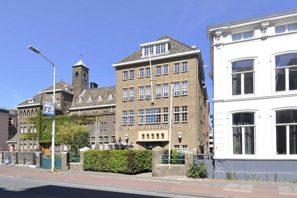 Bekijk foto 1 van Dr. Kuyperstraat 4 D
