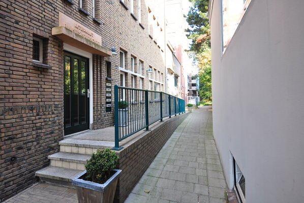 Bekijk foto 5 van Dr. Kuyperstraat 4 D