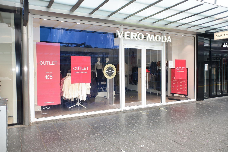 Bekijk foto 2 van Winkelcentrum Woensel 90 a