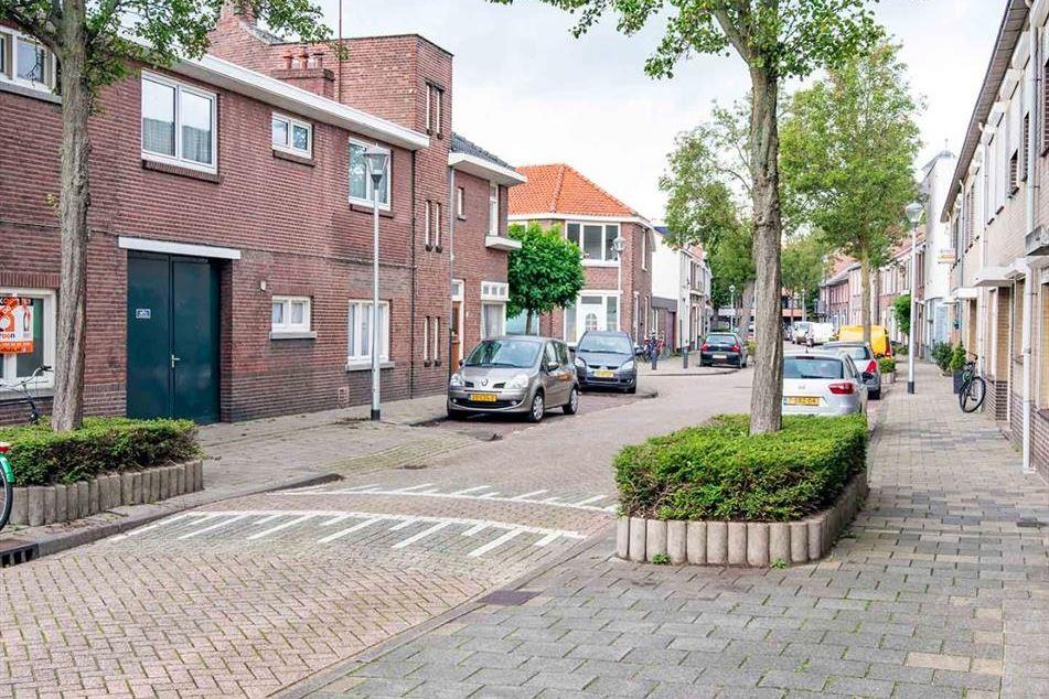 Bekijk foto 4 van Kardinaal van Rossumstraat 52