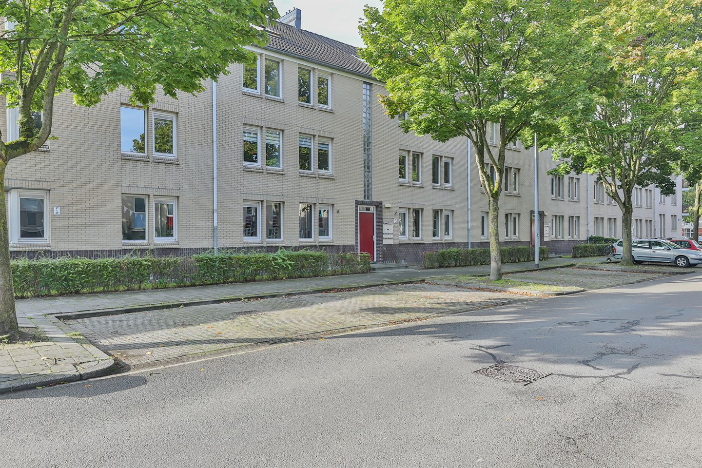 Bekijk foto 1 van J.M. den Uylstraat 31
