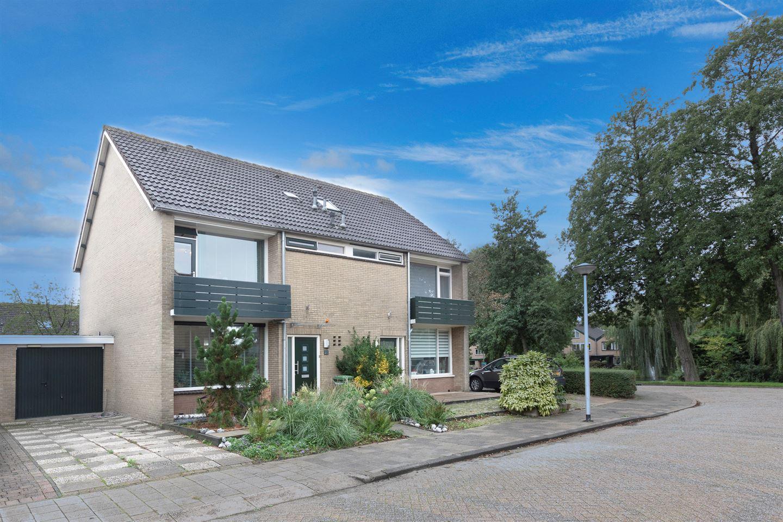 Bekijk foto 1 van Van der Duijnlaan 25