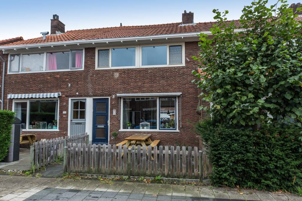 Bekijk foto 1 van Rijnstraat 18