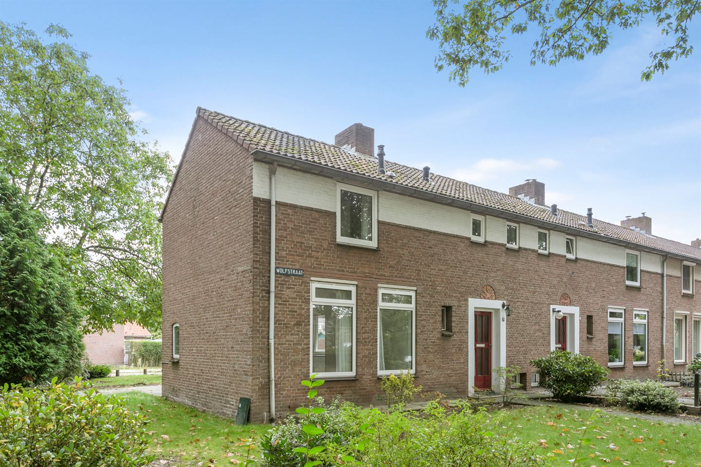 View photo 1 of Wolfstraat 25