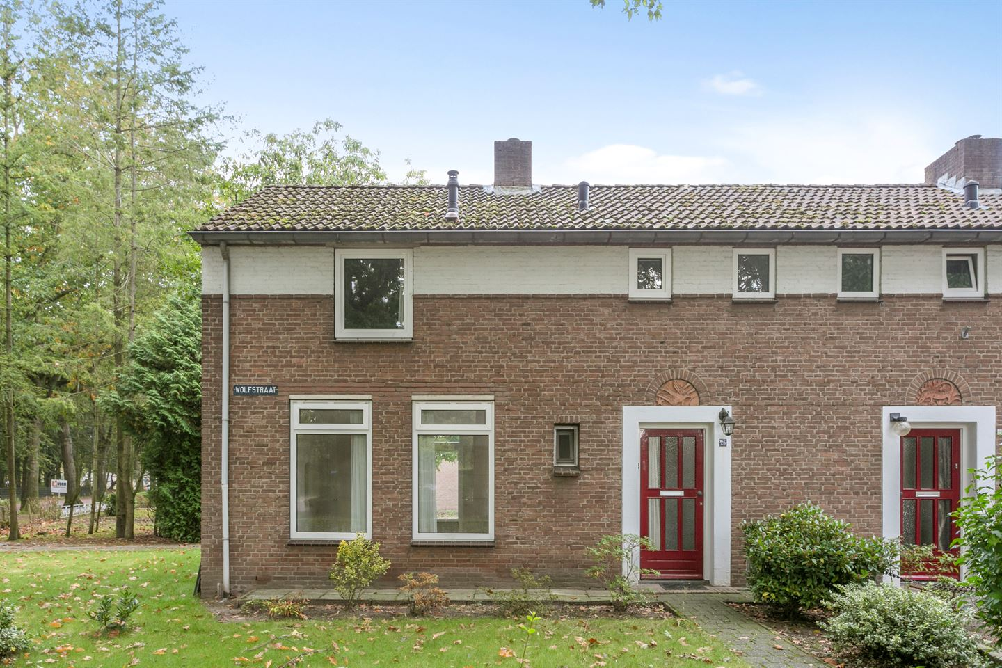 View photo 2 of Wolfstraat 25