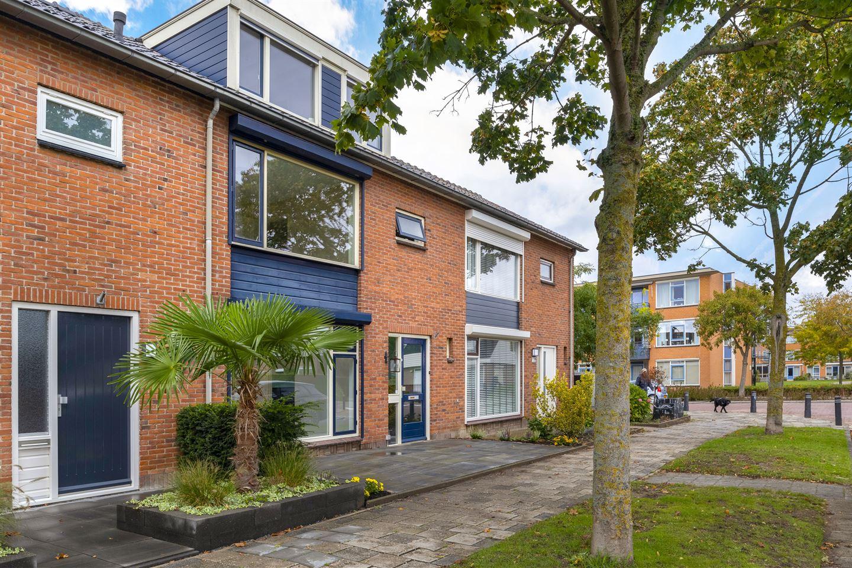 View photo 2 of Bernhardstraat 97