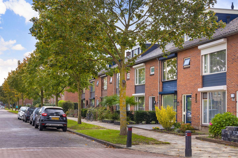 View photo 3 of Bernhardstraat 97