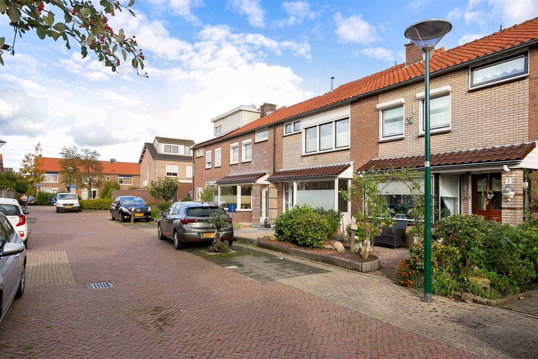 View photo 2 of Floris van Dijckstraat 7