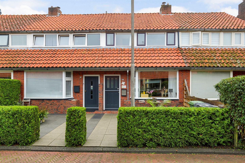 Bekijk foto 1 van van der Helststraat 35