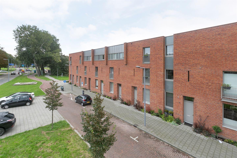 Bekijk foto 1 van Van der Duijn van Maasdamweg 14