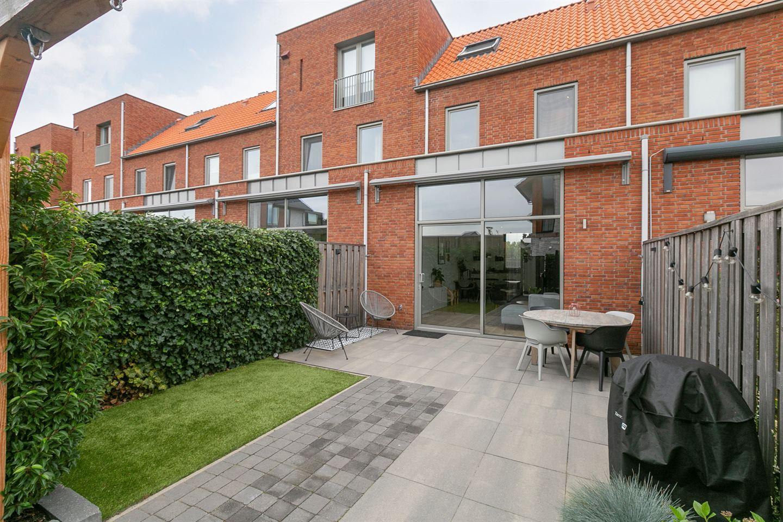 Bekijk foto 2 van Van der Duijn van Maasdamweg 14