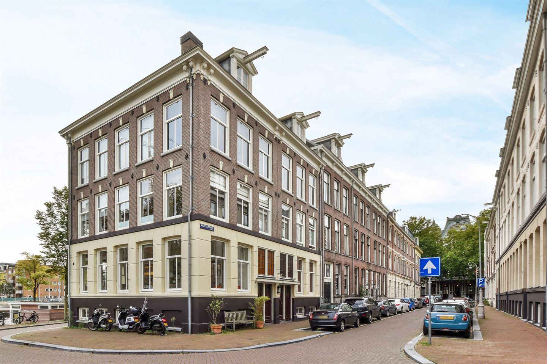 Bekijk foto 2 van Prof. Tulpstraat 40