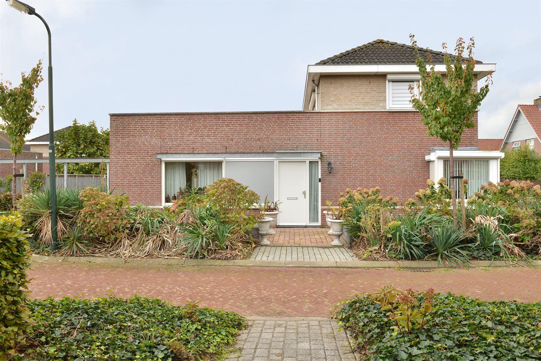 Bekijk foto 3 van Van Overveststraat 2