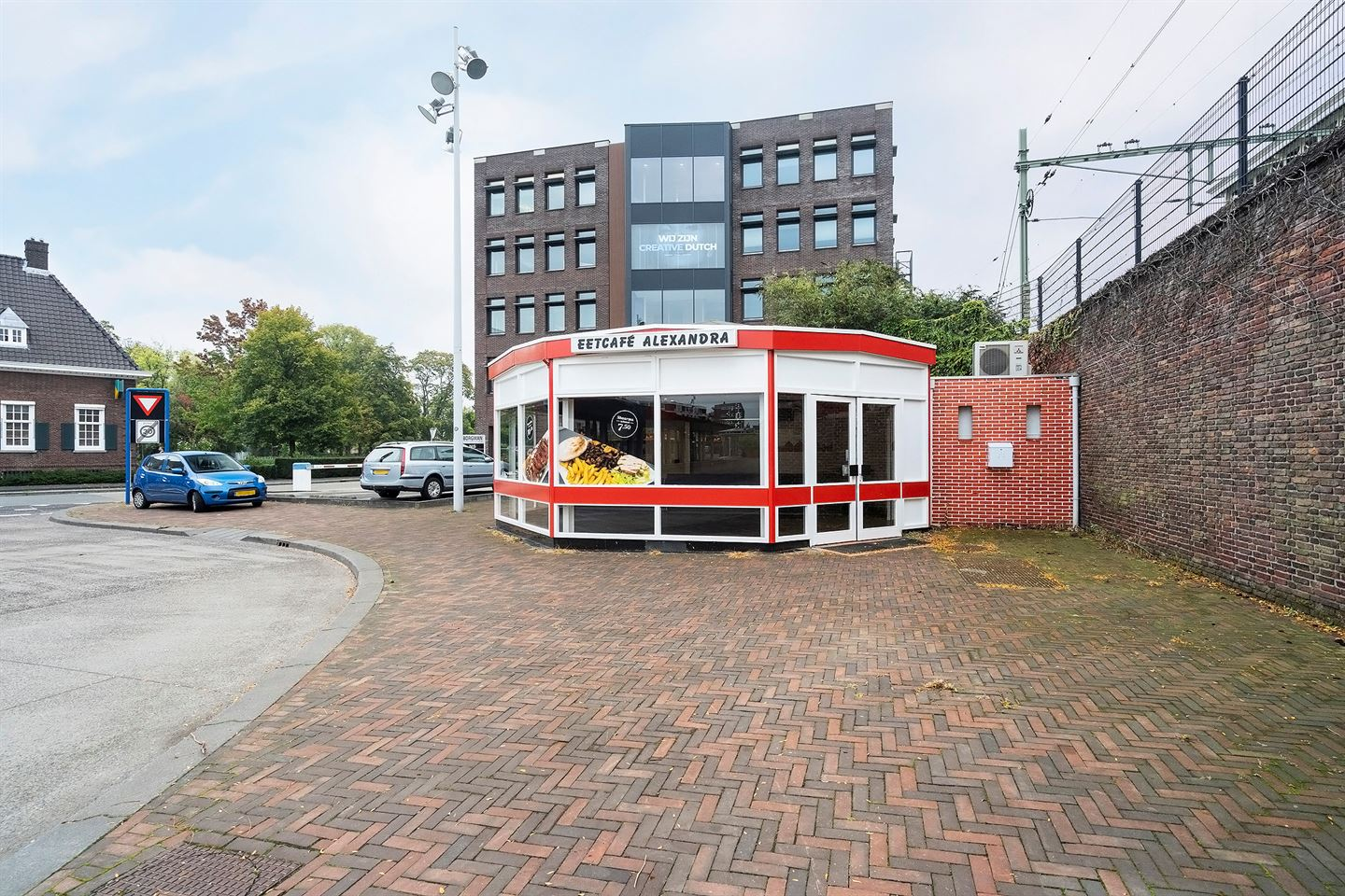 Bekijk foto 1 van Stationsplein 77