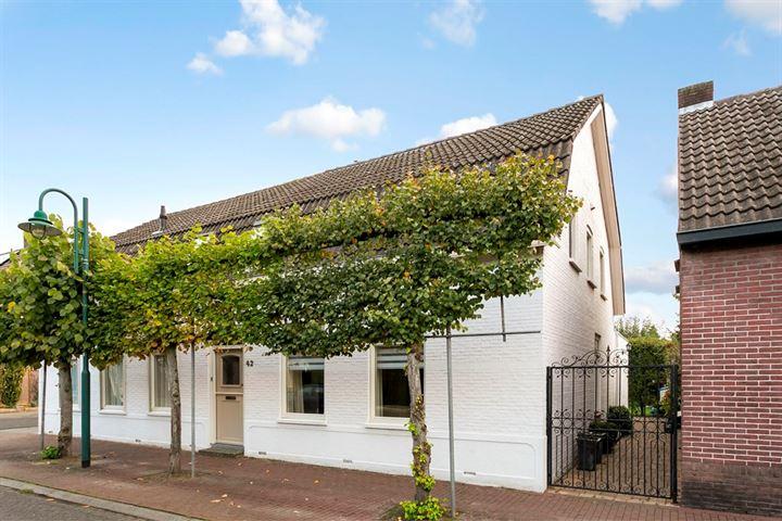 Dorpsstraat 42